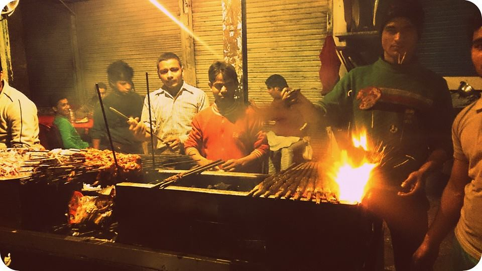 Street food in Old Delhi - Mouth watering Kebabs outside Jama Masjid, Delhi