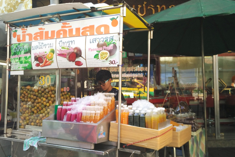 Fruit Juice Stand _One Day in Bangkok Itinerary