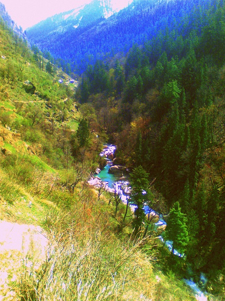 On the way to Kheerganga
