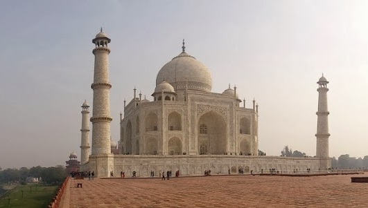 Taj Mahal - Why Life in India is awesome by DrifterPlanet.com