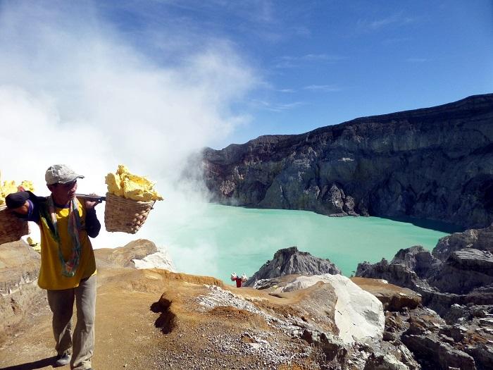 Kawah ijen, Indonesia - 50 Surreal Travel Destinations