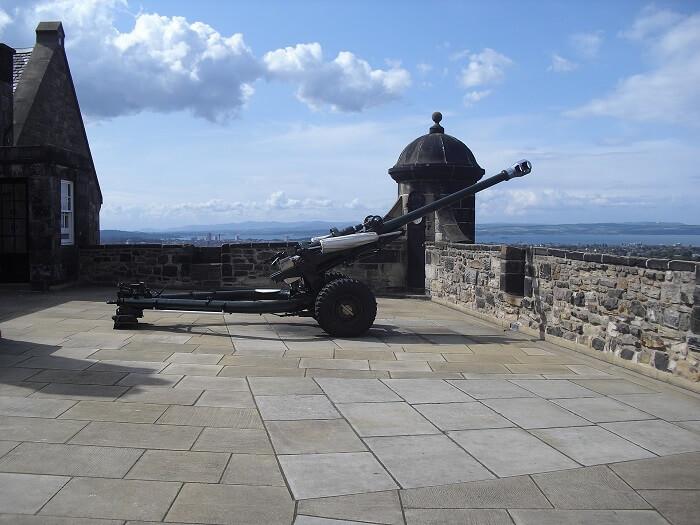 Edinburgh Castle Canon - Explore Edinburgh Like a Local