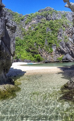 Entering Hidden Beach, El Nido, Palawan