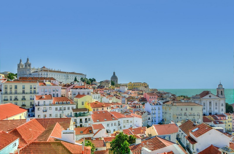 Colors of Old Town Alfama - falling in love with Lisbon, Portugal