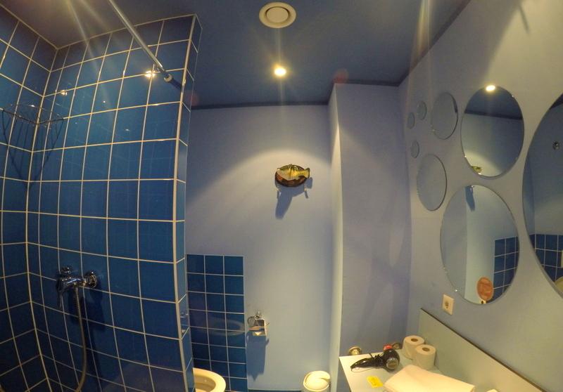 Our spacious bathroom in Superbude St. Georg, Hamburg