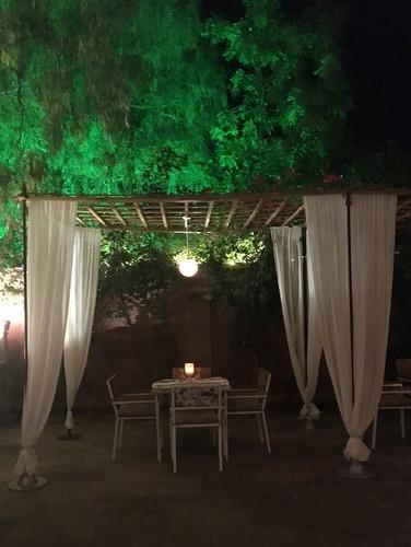Outdoor dinner table at Narendra Bhawan, Bikaner