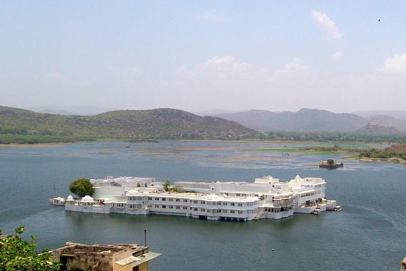 White lake palace in Udaipur - Places to visit in Rajasthan