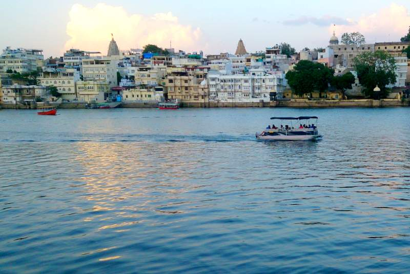 White buildings around Udaipur's Lake Pichola - places to visit in Rajasthan