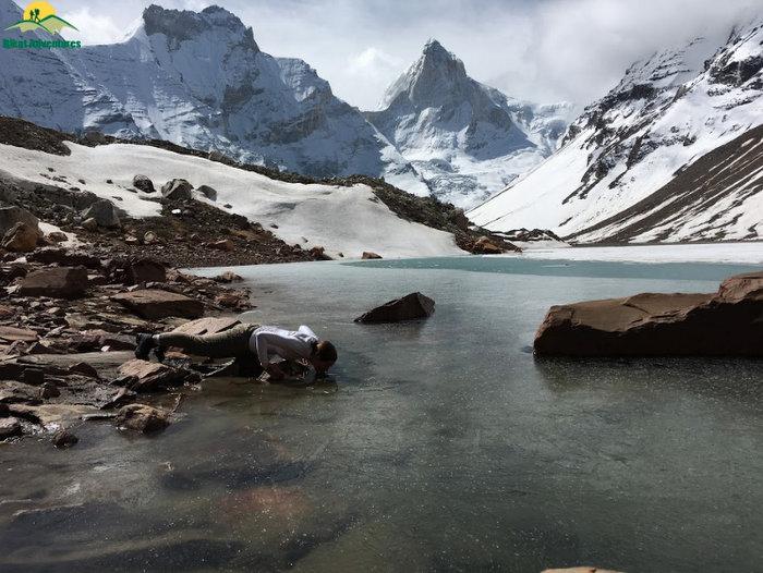 Kedartaal Lake surrounded by the Himalayas