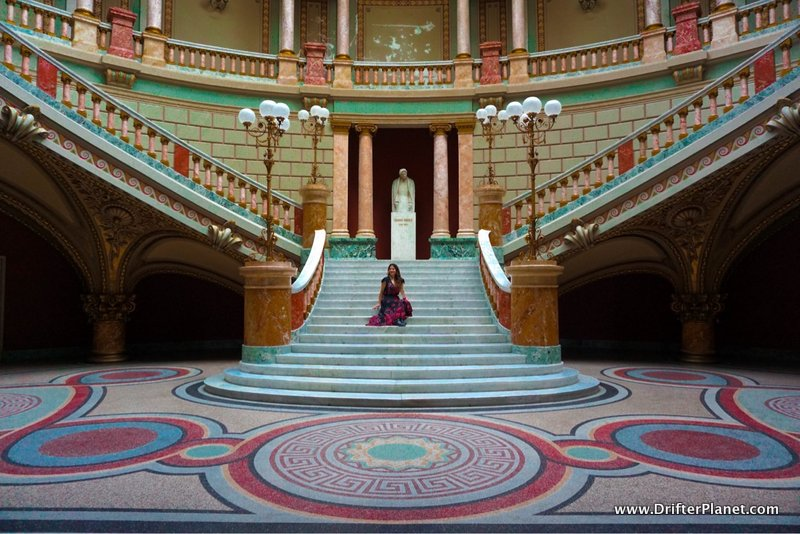 This is how the Romanian Athenaeum looks from the inside