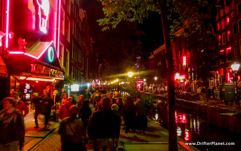Walking around in the Red light district at night - Amsterdam Itinerary