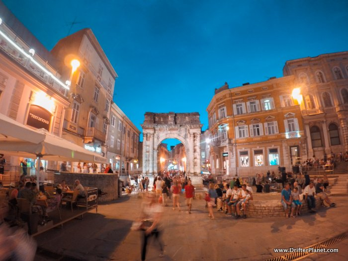 Arco dei Sergi in Pula's old town centre at night - Croatia itinerary
