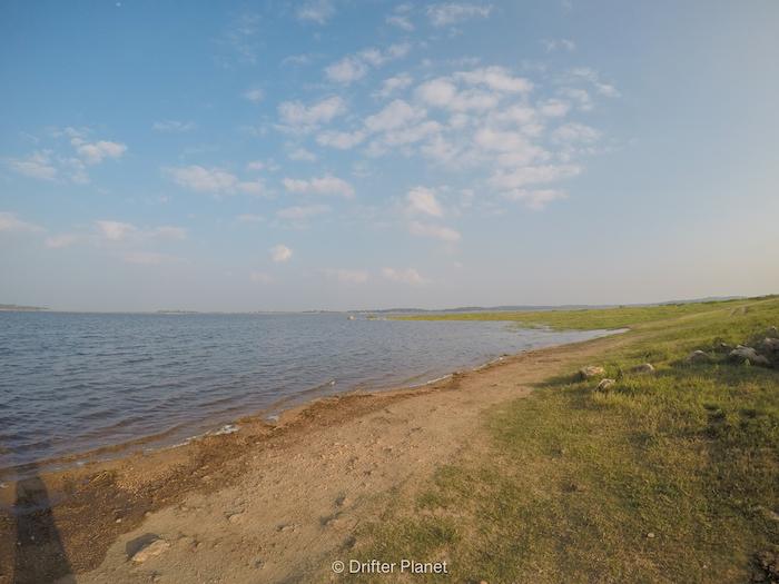 Along the lake in Kaudulla National Park
