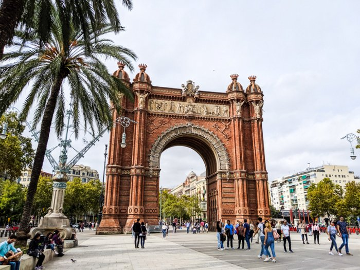 Arc de Triomf, Barcelona - essential info for traveling to Barcelona